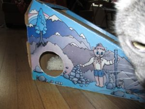 The Alpine Scratcher has a peep-hole built in!